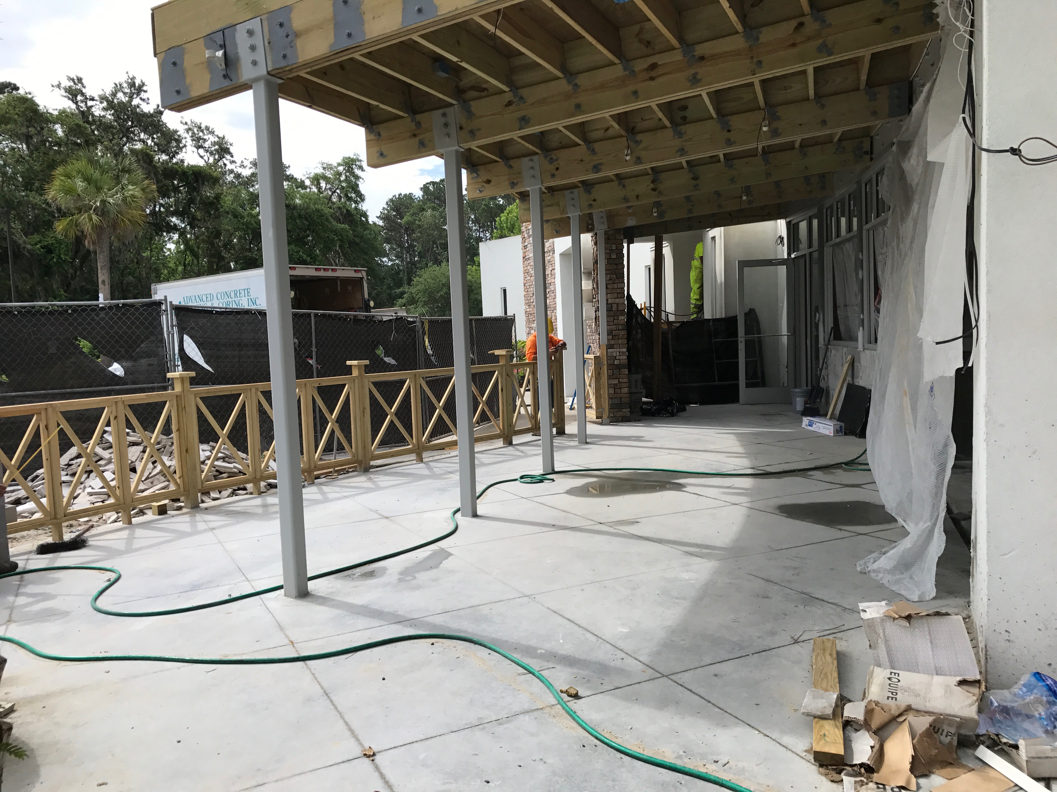 Current Kitchen and Cocktails will offer an indoor/outdoor bar area